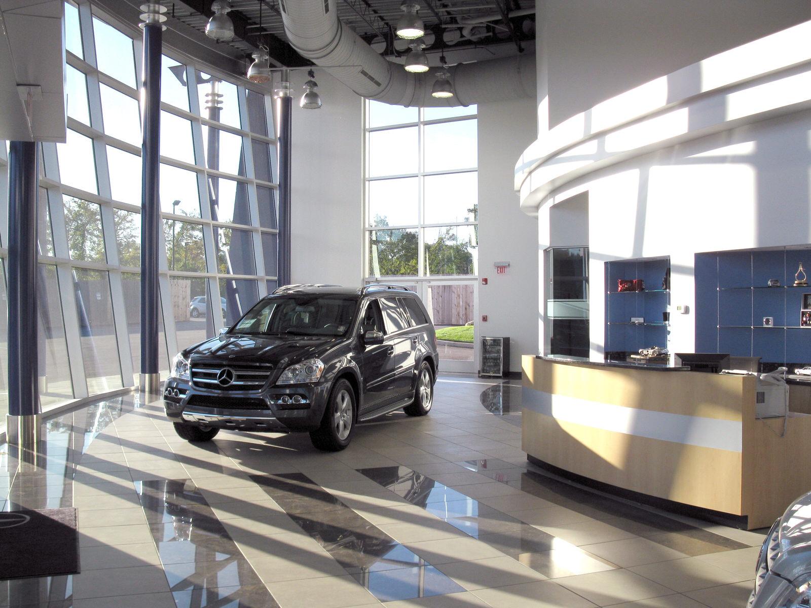 CAR_MercedesShowroom_06.jpg