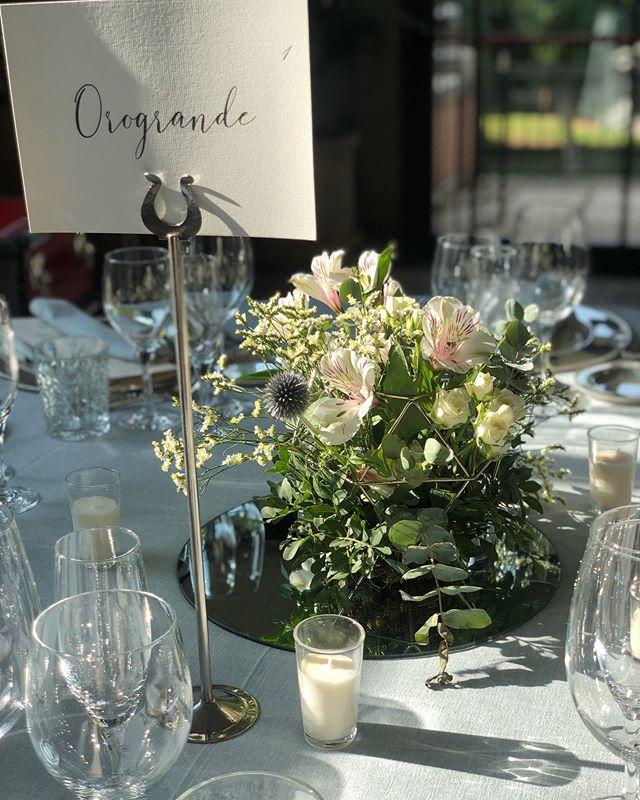 Y cuando se enciendan las velas , el ambiente será más elegante #elegance #weddingday #ambianceetstyles #flowerpower #afloremio
