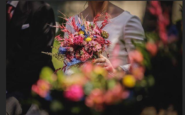 Ramos únicos y originales para una novia muy muy especial @refugiocreativo_bodas #unique #uniqueflowers #wedding1019 #ramosafloremio #afloremio