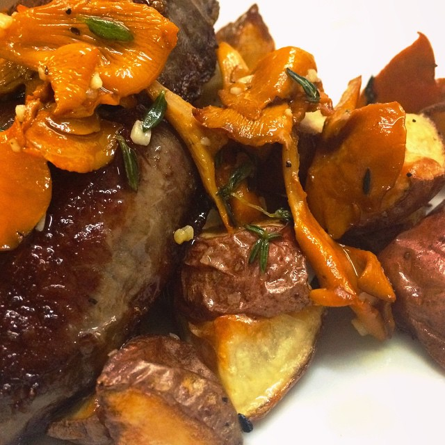 Dry_aged_steak_chanterelles
