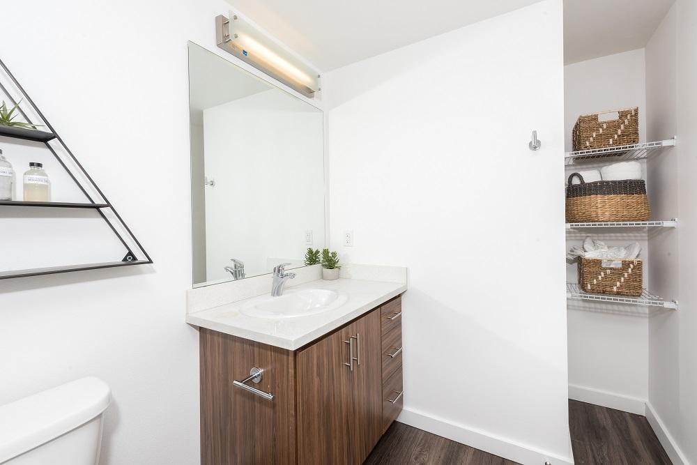 Hawthorne bathroom.jpg