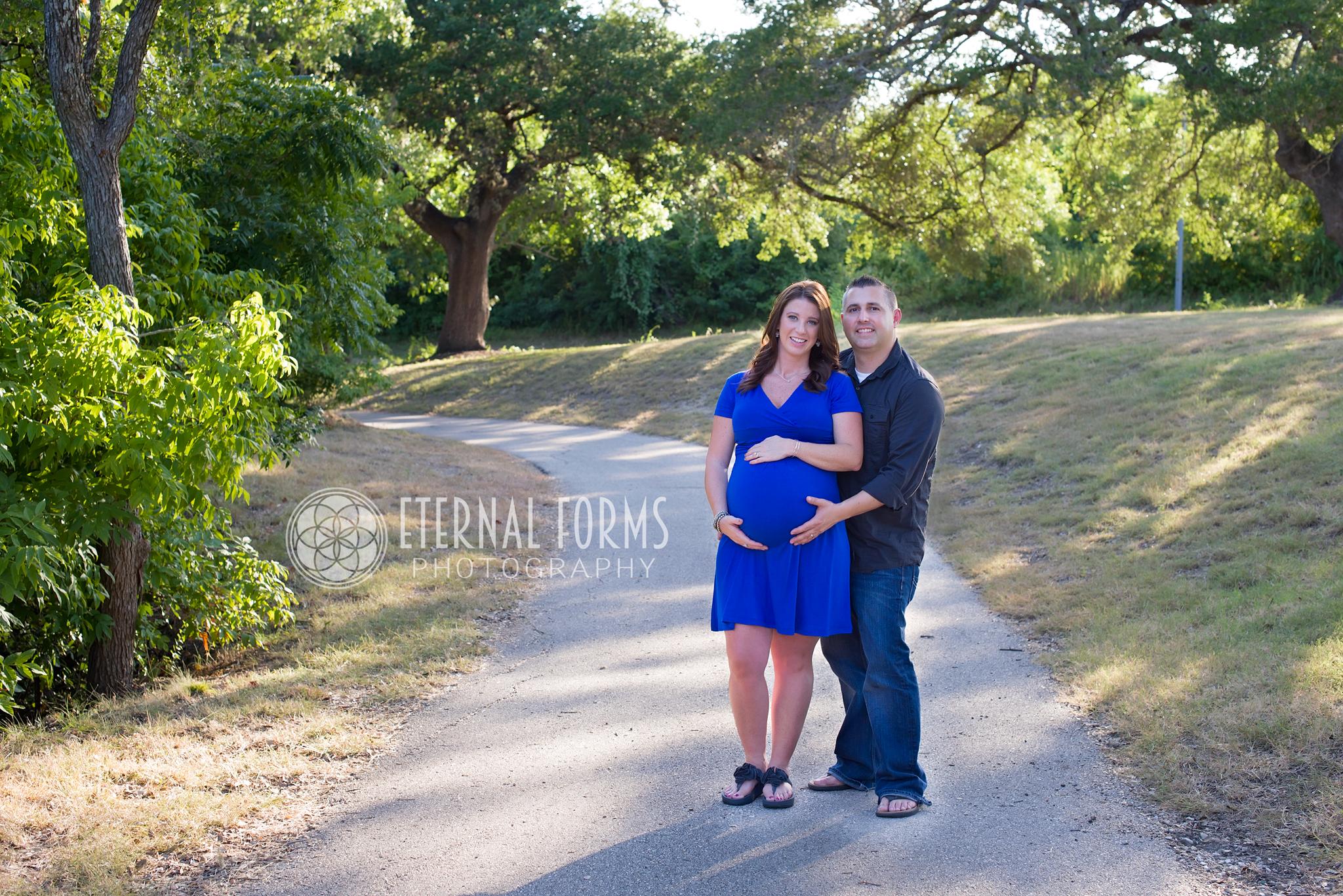 Austin's couple maternity portrait photographers