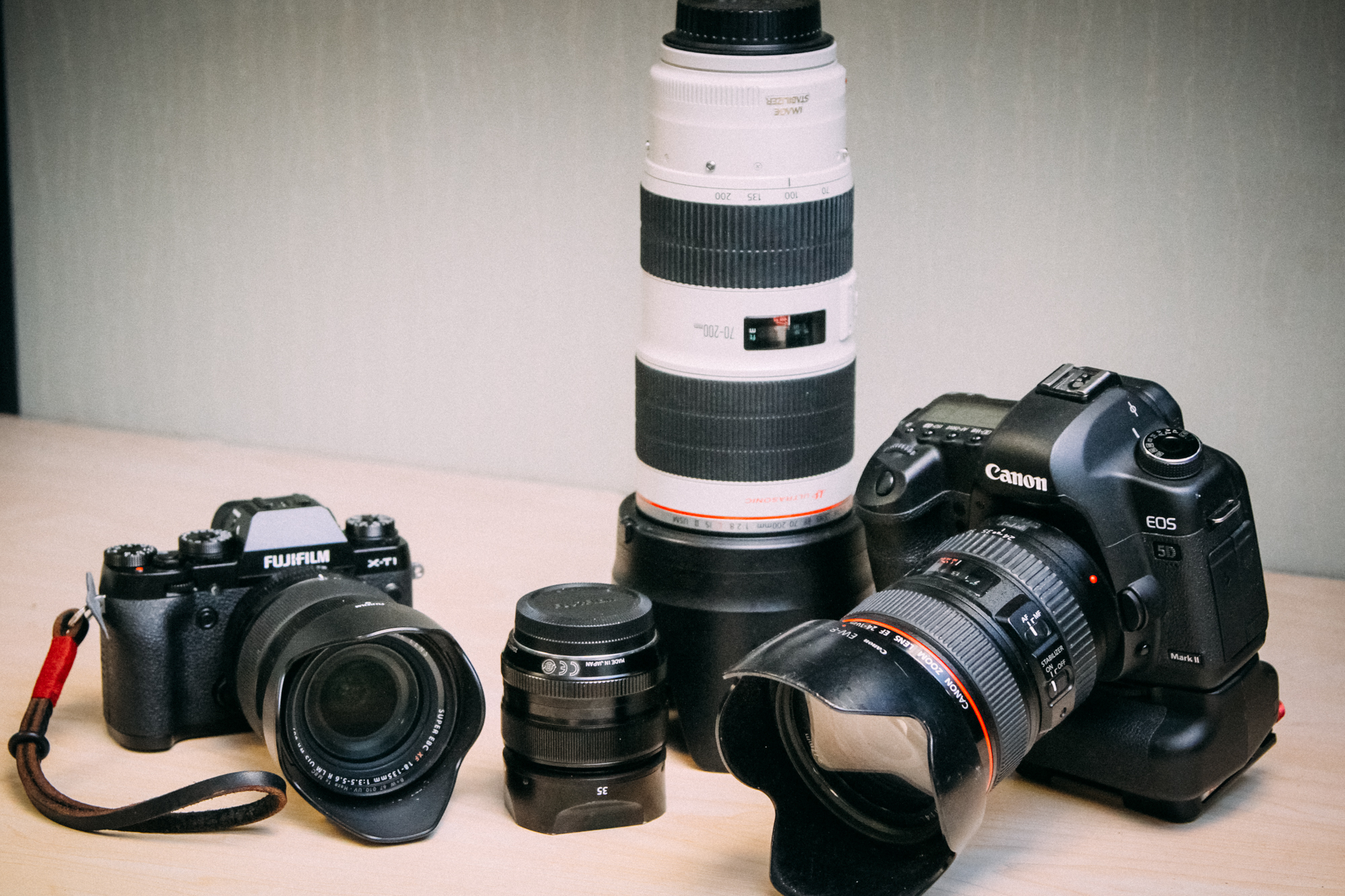 A quick size comparison between systems. On the right, the Canon 5DMkII with 24-105 f4L IS and 70-200 f2.8L IS compared to my new Fujifilm X-T1 with 18-135 as well as the 35mm f1.4 on the left.