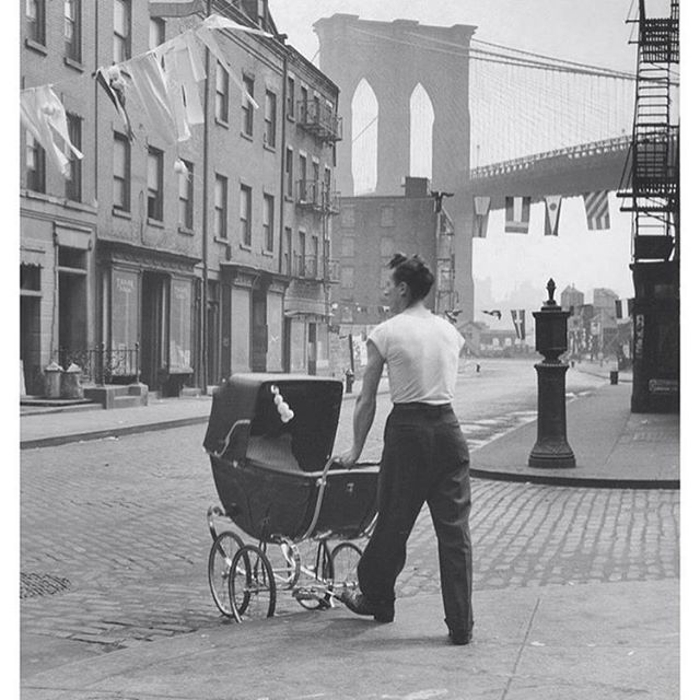 Father at the Brooklyn bridge by Fritz Henle (1947)