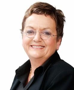 Moira Rayner