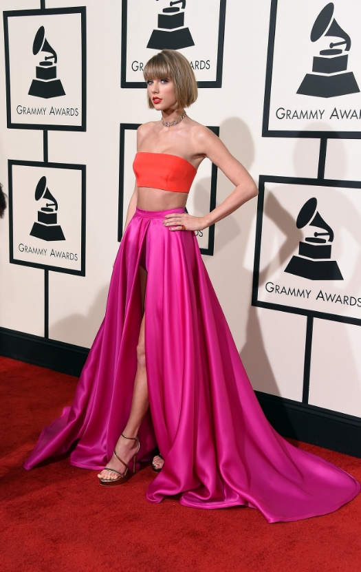 I feel as though Taylor Swift knew better. Once again the hair and makeup were beautiful but I did not like this dress on her. The colors looked beautiful on her but the dress was a fail. I don't think it suited her body well. She has a very modelesque body and usually plays it up well but this did not do it for me. I think the pantie looked very diaper-ish on her and I just didn't like it very much.