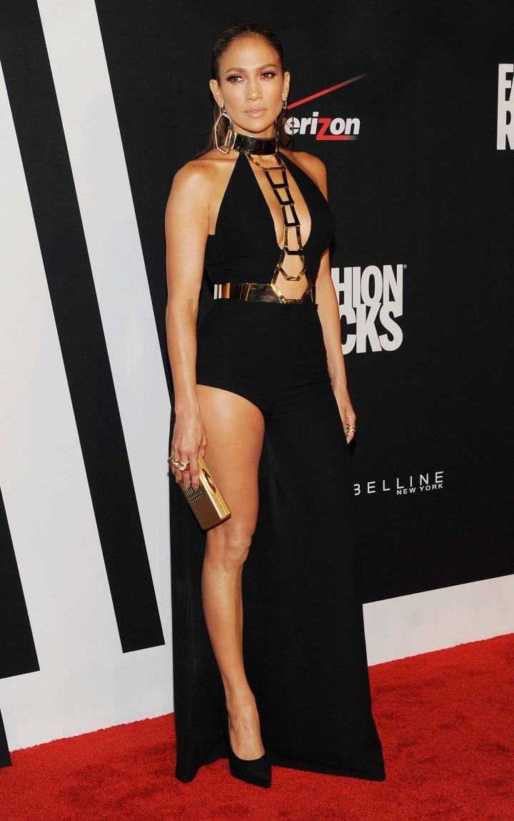Jennifer-Lopez_-Red-Carpet-at-2014-Fashion-Rocks-in-NY-11-720x1149.jpg