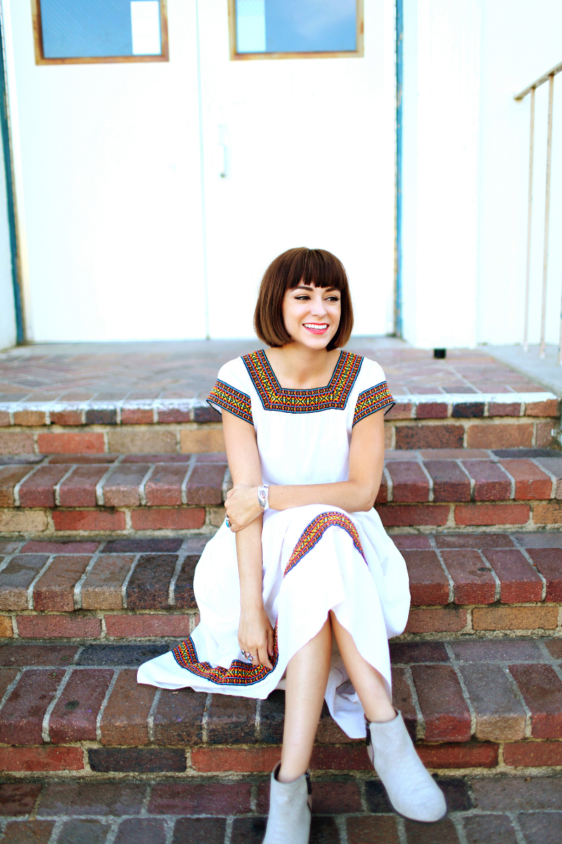 Meet Sarah.   Sarah likes vegetarian tacos, lipstick, and hunting for vintage of course!