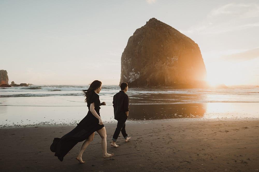 Cannon Beach Engagement Photos by Alixann Loosle