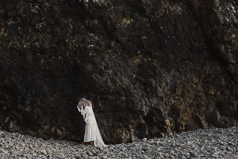 Oceanside Oregon Elopement by Alixann Loosle
