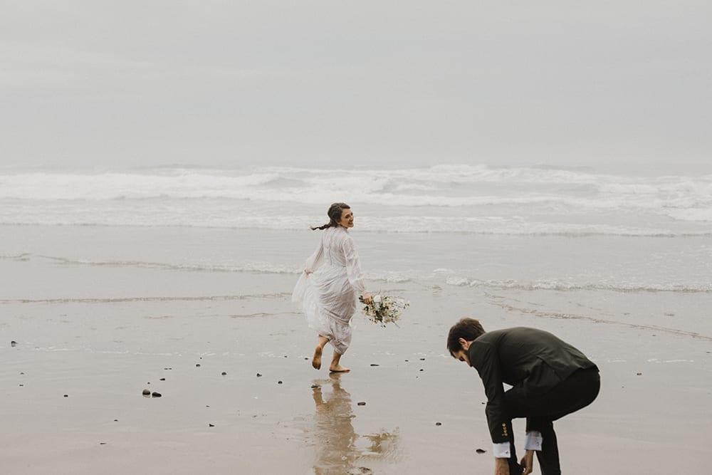 Oceanside Oregon Elopement78.jpg