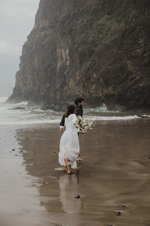 Oceanside Oregon Elopement86.jpg