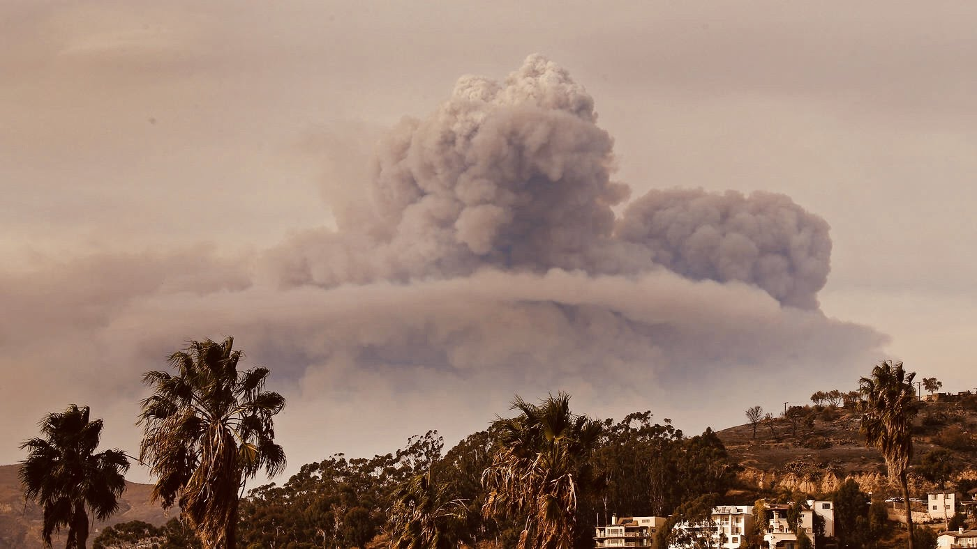 Smoke &Ash rise over the charred hills of Ventura as Thomas moves from Ojai to Carpenteria.