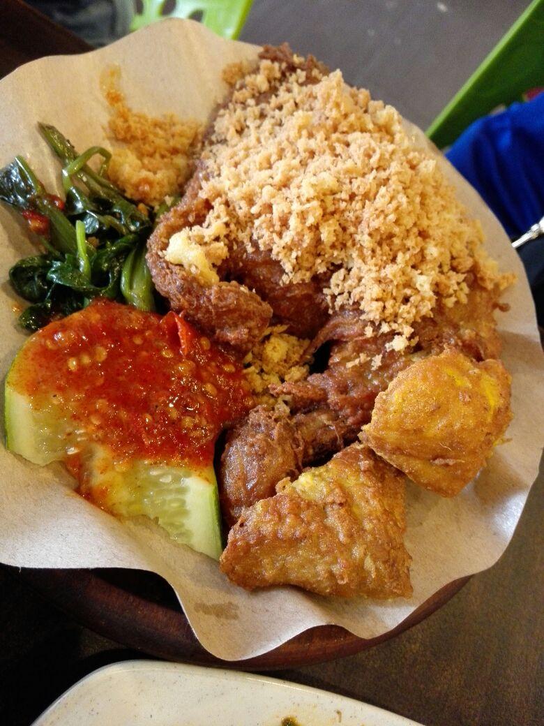 The signature dish, 'Ayam Penyet', is definitely the best choice