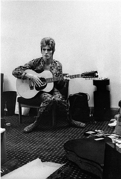 Bowie backstage, Birmingham Town Hall, 1972,
