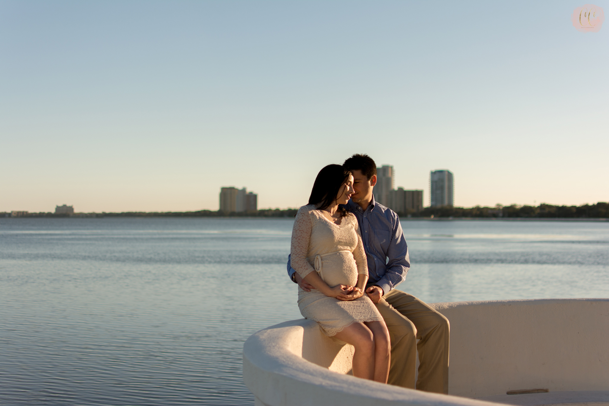 Maternity photos on Bayshore Boulvard in Tampa Florida taken by family photographer Carlie Chew Photography