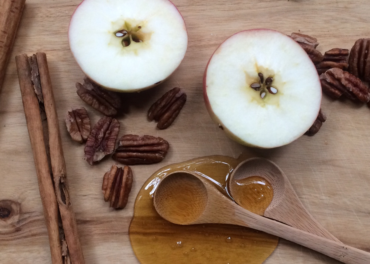 51raw.com-raw-food-diet-organic-apples-cinnamon-raw-honey.jpg