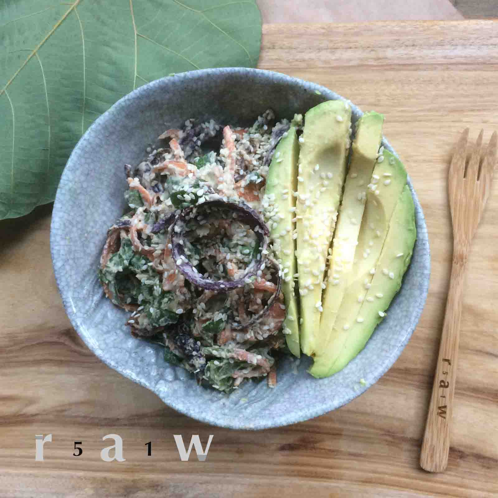 51raw.com-raw-food-diet-sundried-tomato-baby-spinach-cashew-cheese-carrot-noodles-avocado-sesame-seed-recipe.jpg