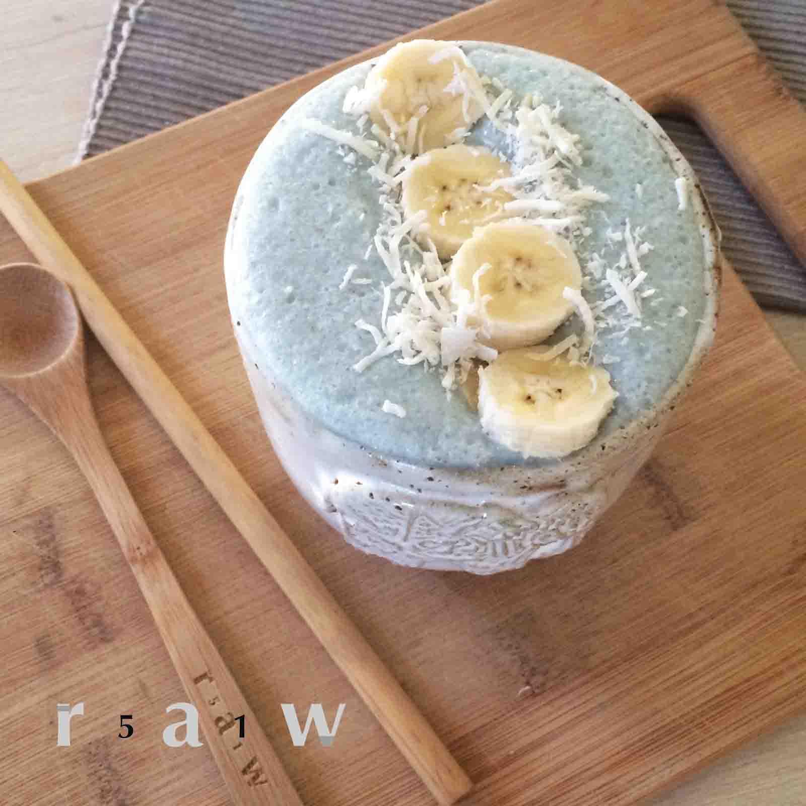 51raw.com-E3Live-BlueMajik-Creamy-Coconut-Banana-Power-Smoothie-Raw-Food-Diet.jpg