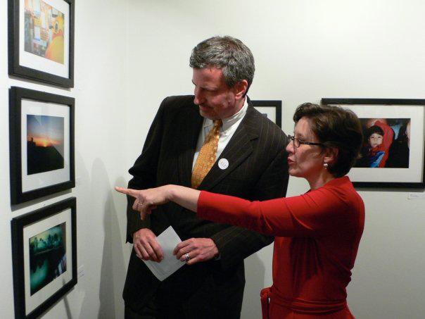 Mayor Bill de Blasio with Magic Box Executive Director Nelle Stokes at our FOCUS exhibition.