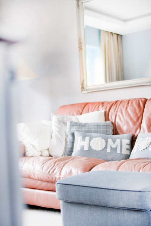 contemporary-cozy-decor-895227.jpg