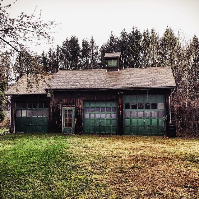 #rainyday #othersidema #rain #igers413 #igersmassachusetts #streetphotography #barn
