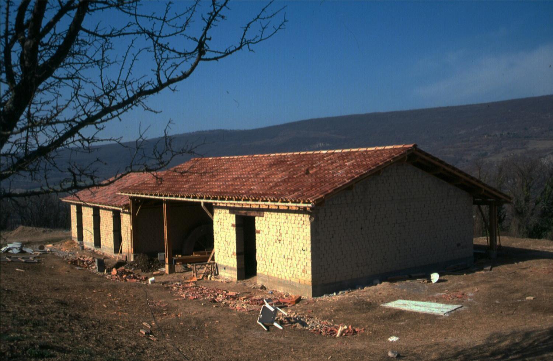 COLABORACIÓN EN LA CONSTRUCCIÓN GALLINERO