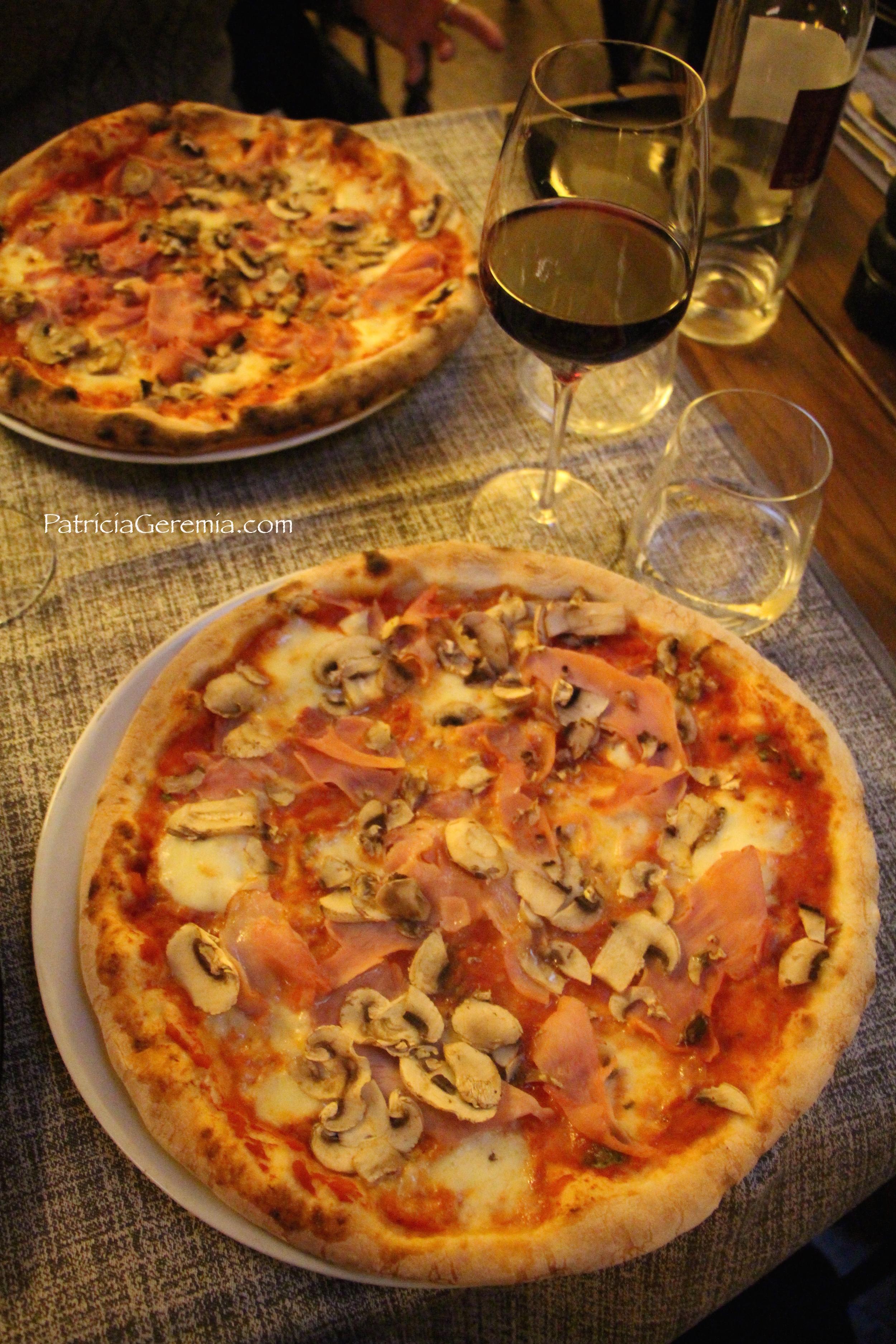 Pizza at La Bussola wm.jpg