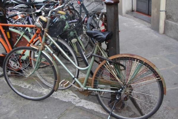 Bicicletta della nonna di Roberta. Roberta's grandmother's bicycle. She rode it to meet me for our lesson. I love it!