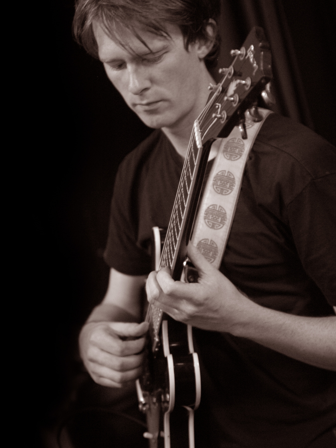 hugh-guitar-ss04.JPG