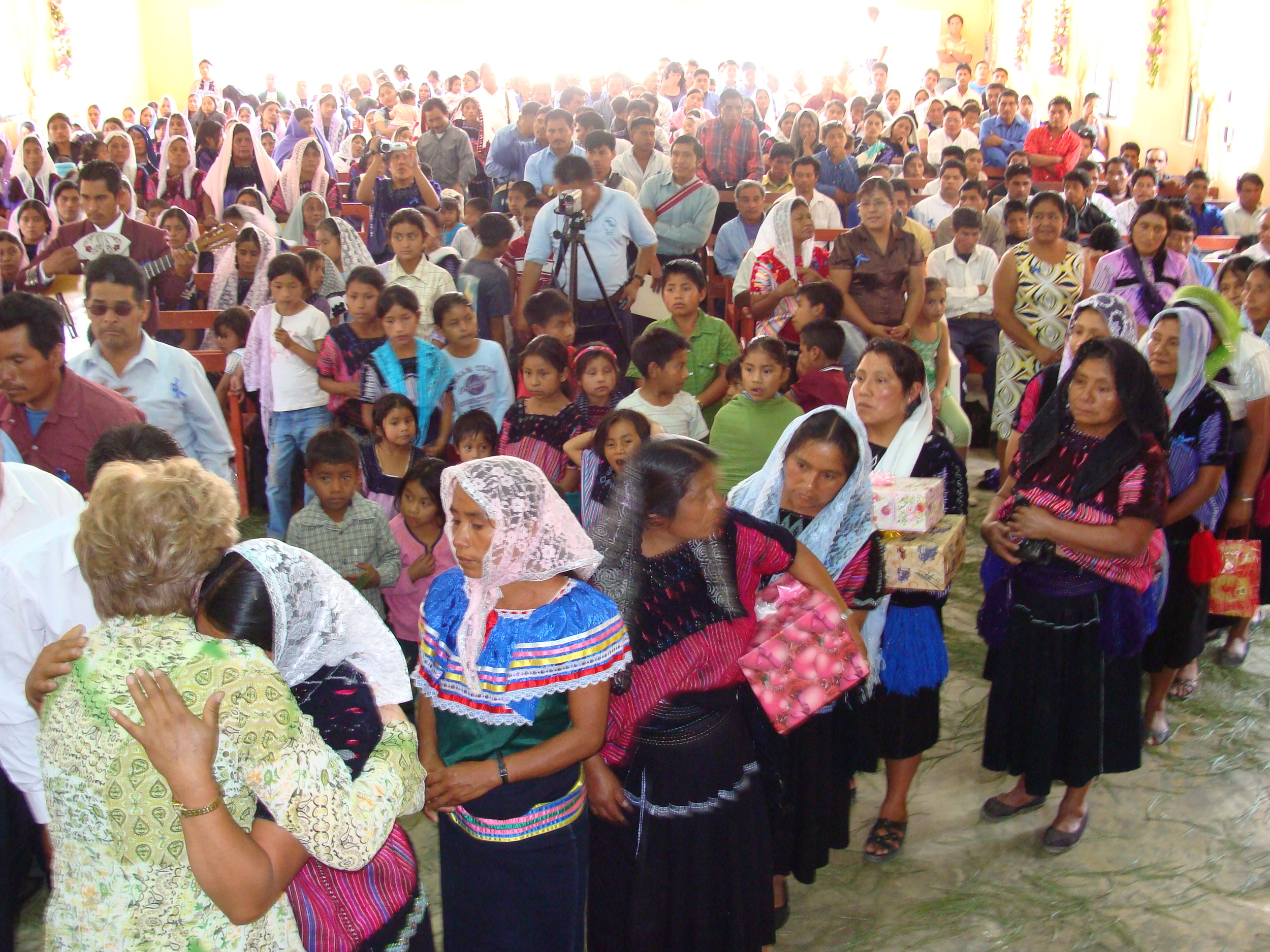 Hundreds gather for worship in Chiapas.