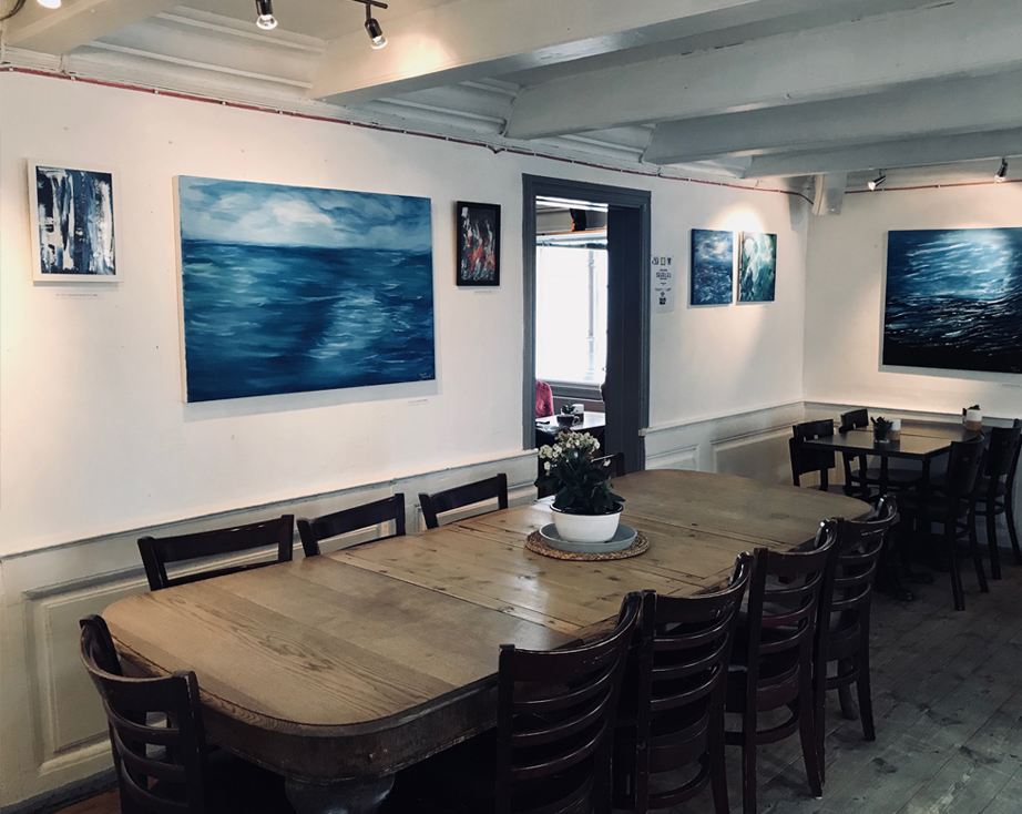 IT COMES IN WAVES - A curated art series of 21 oil paintings, presented in my hometown at the Cafe Det Lindvedske Hus Gallery from 1 - 30 September. 14 out of the 21 paintings were sold opening day!