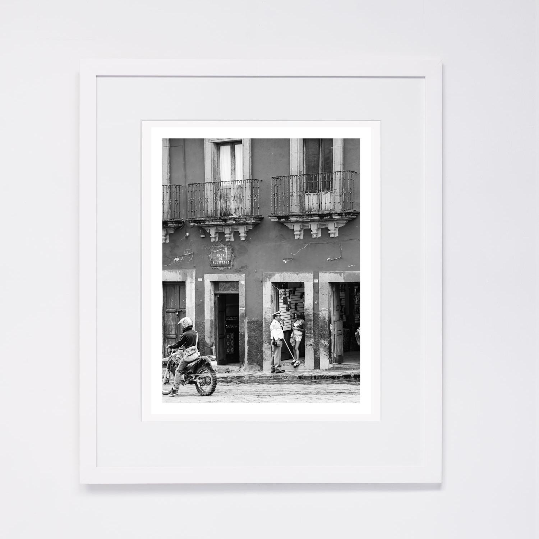 white-frame_3.jpg