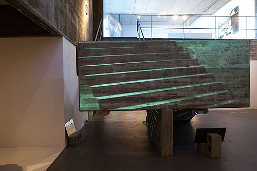 Amy M. Ho, Up/Down , 2012. Video projection installation.© Amy M. Ho.