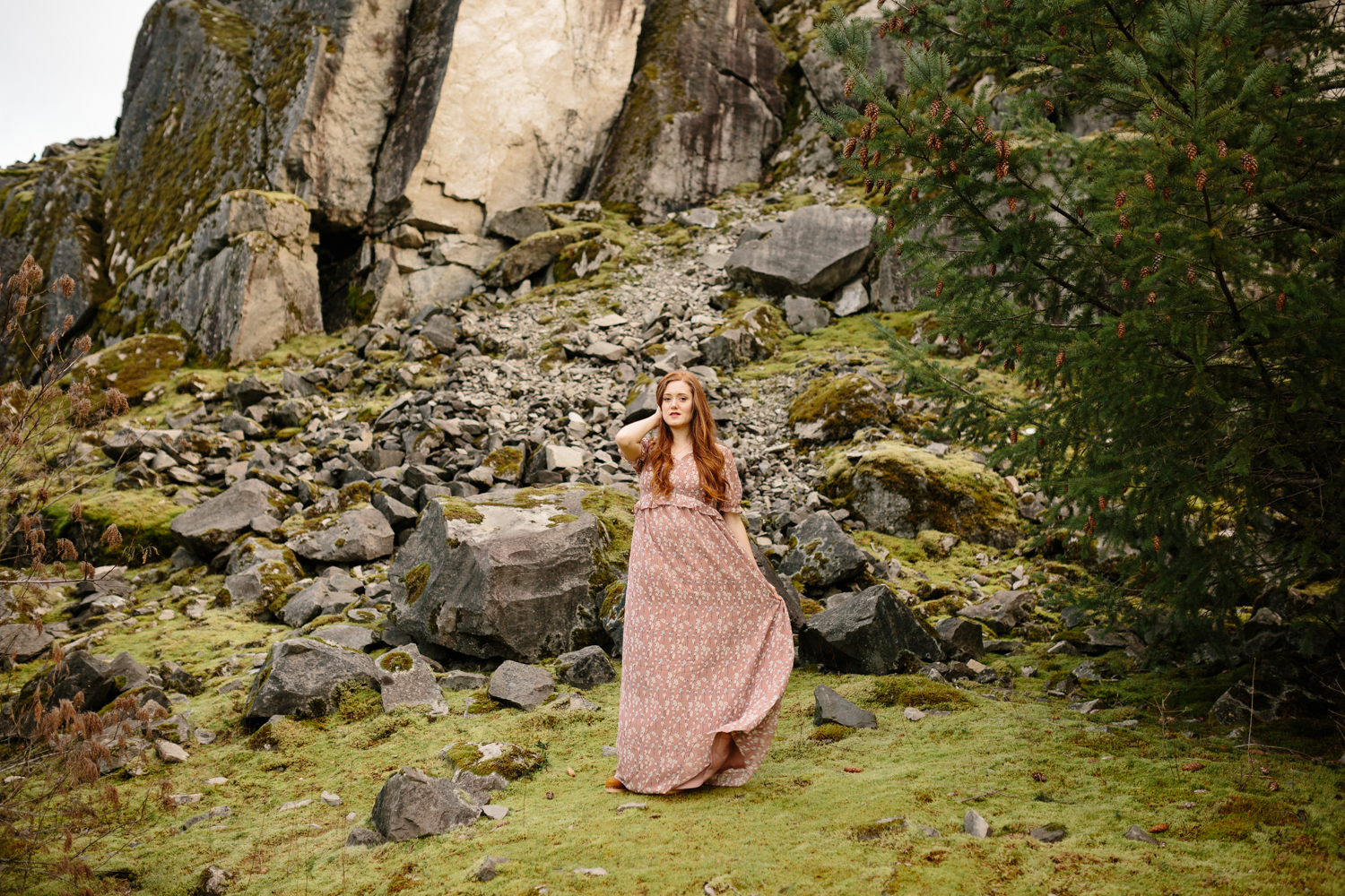 Portrait of a beautiful red-haired woman in the Columbia River G