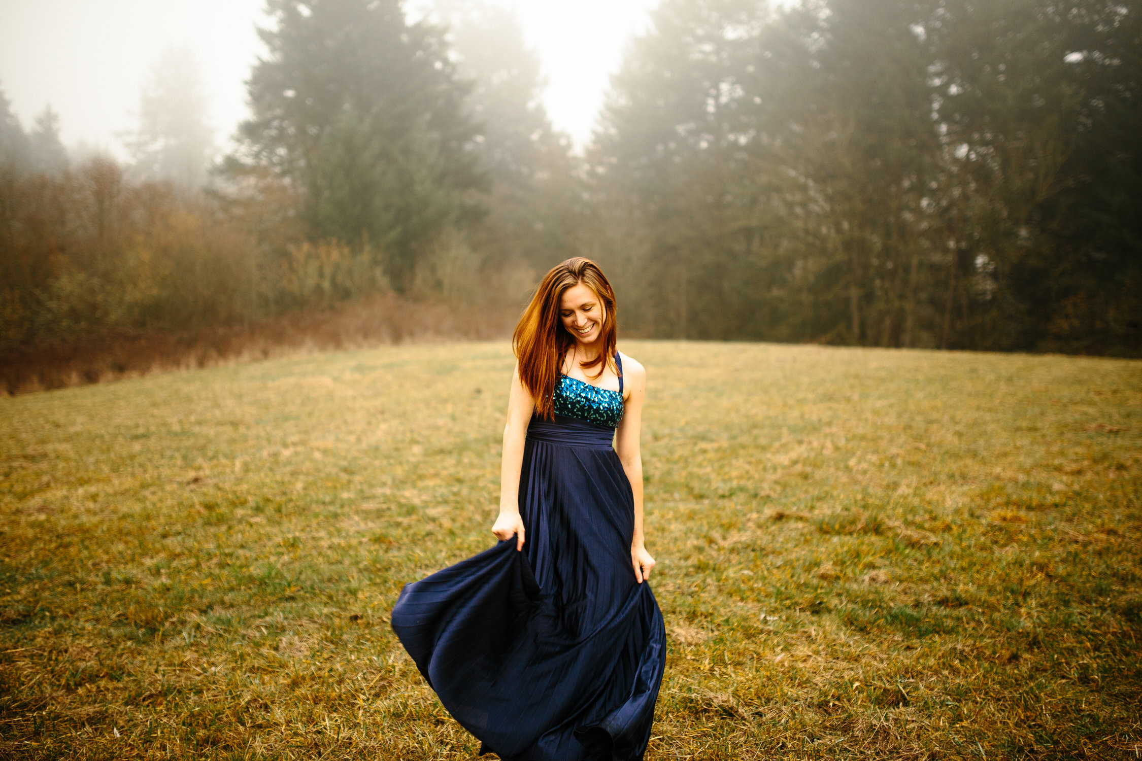 rsz_portraits_of_corrie_in_the_foggy_field_-_corrie_mick_photography-12.jpg