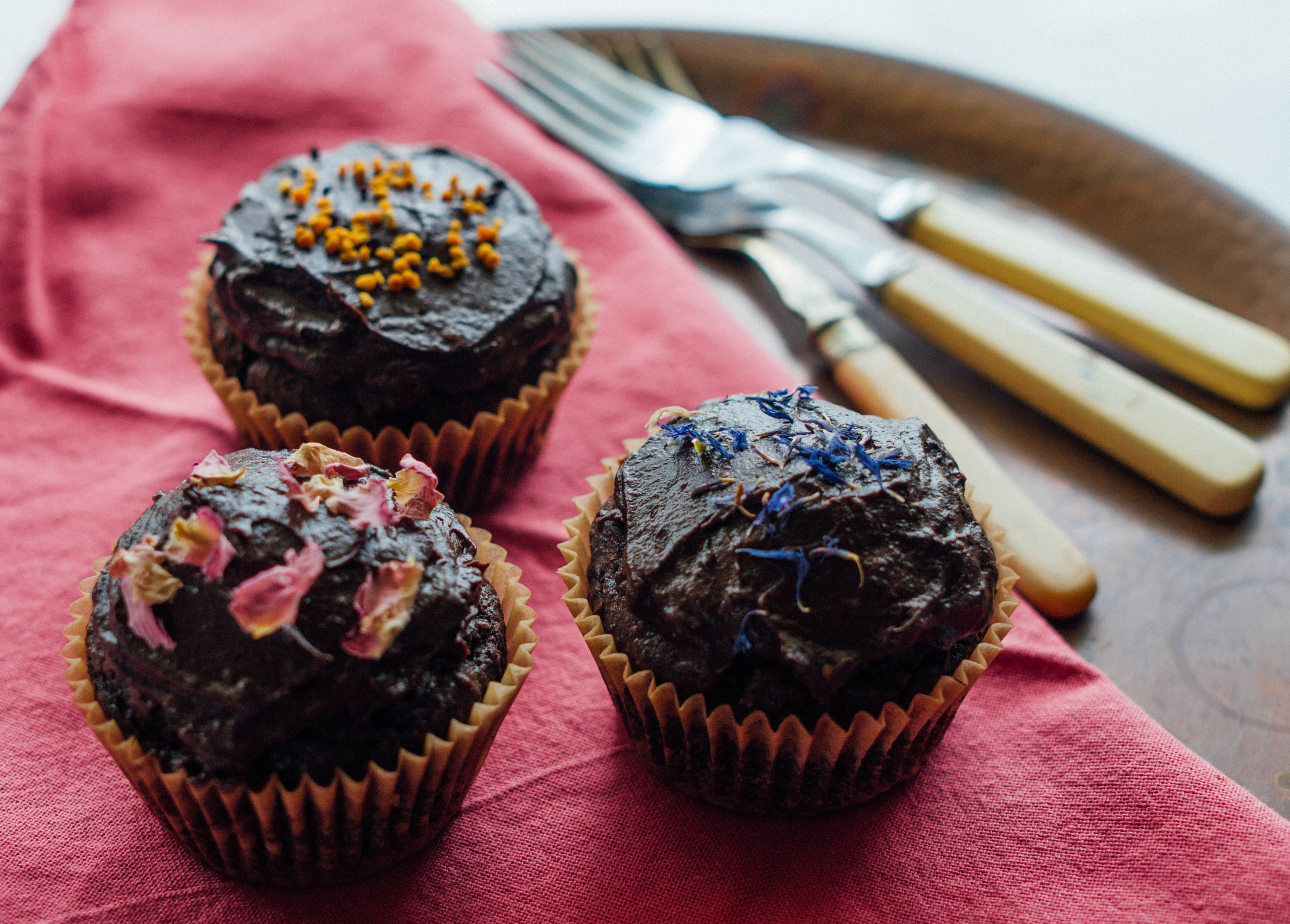chocolate+cupcakes+avocado+chocolate+frosting