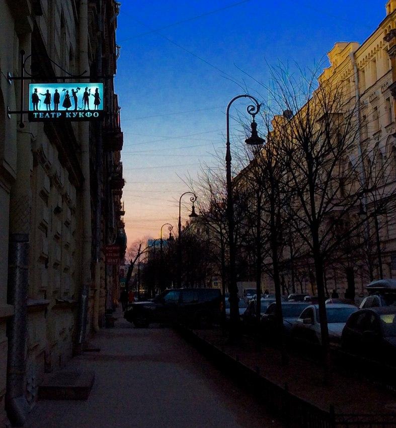 Вывеска в перспективе улицы.jpg