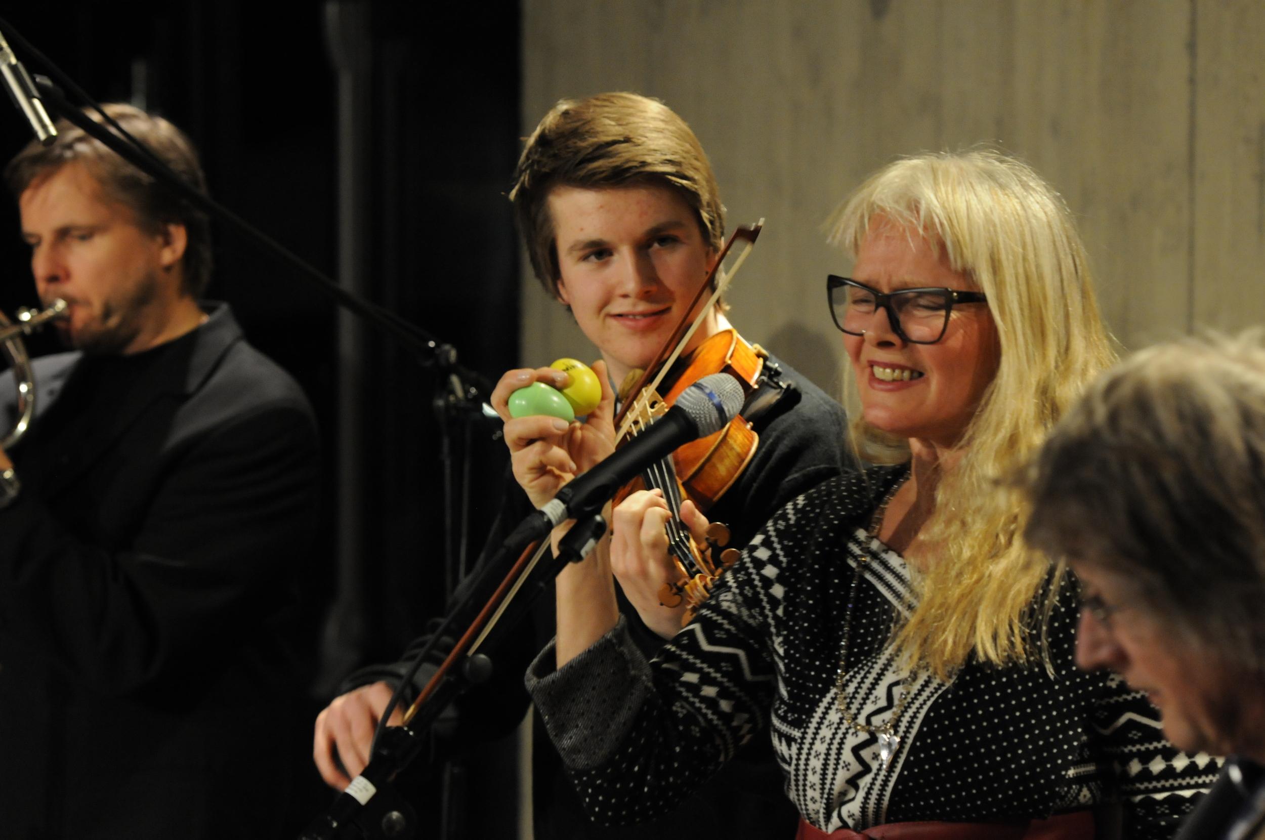 Turné i Oppland med Roy Nikolaisen, Andris Hemsing, Øystein Norvoll og OddmundFinnseth(2012) Foto: Ingvar Skattebu