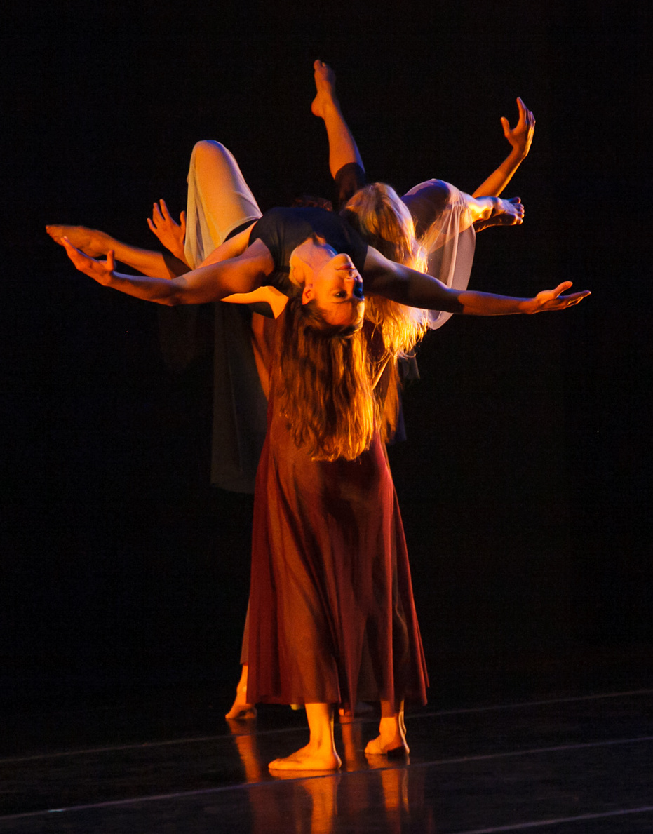 Zenon_Wine Dark Sea 2012_Photo by William Cameron_Dancers-Tamara Ober, Laura Selle Virtucio.jpg