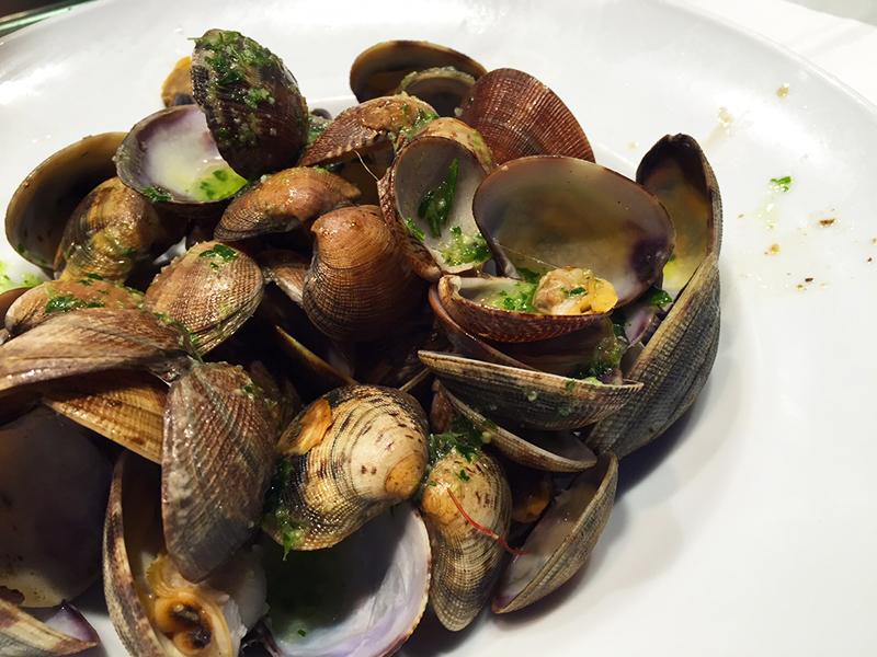 Succulent clams at Universal-Boqueria, Barcelona