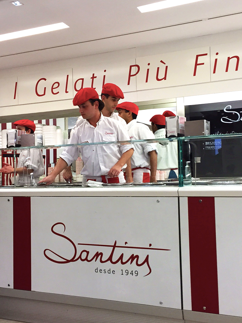 This famous gelato spot 'Santini' in Lisboa, lived up to its reputation. Completely.