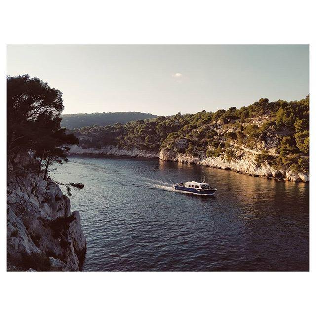 Retour sur Port-Miou, Cassis . . . . . #cassis #fierdusud #marseillesometimes #marseillejetaime #sunsets #wintersun #sea #calanquesdecassis #igersprovence #igersfrance #vsco #vscoedit #boat #boatlife #sun #landscape #instadaily #travel