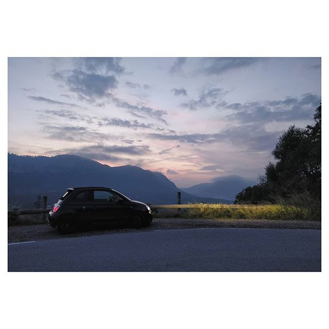 Pause sur le Mont Coudon 😍🏎️ . . . . . . #twilight #car #abarth #abarth595 #turn #mountains #sky #skyporn #clouds #freedom #sunsets #sportcar #toulon #drive #driver #road #roadtrip