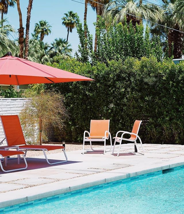 Palm Springs 🌴☀️ California . . . . . #palmsprings #palmtrees #palm #california #pool #pooltime #poolparty #housedesign #house #realestate #architect #architecture #modernism #vintage #midcentury #instatravel #instamood #nikon