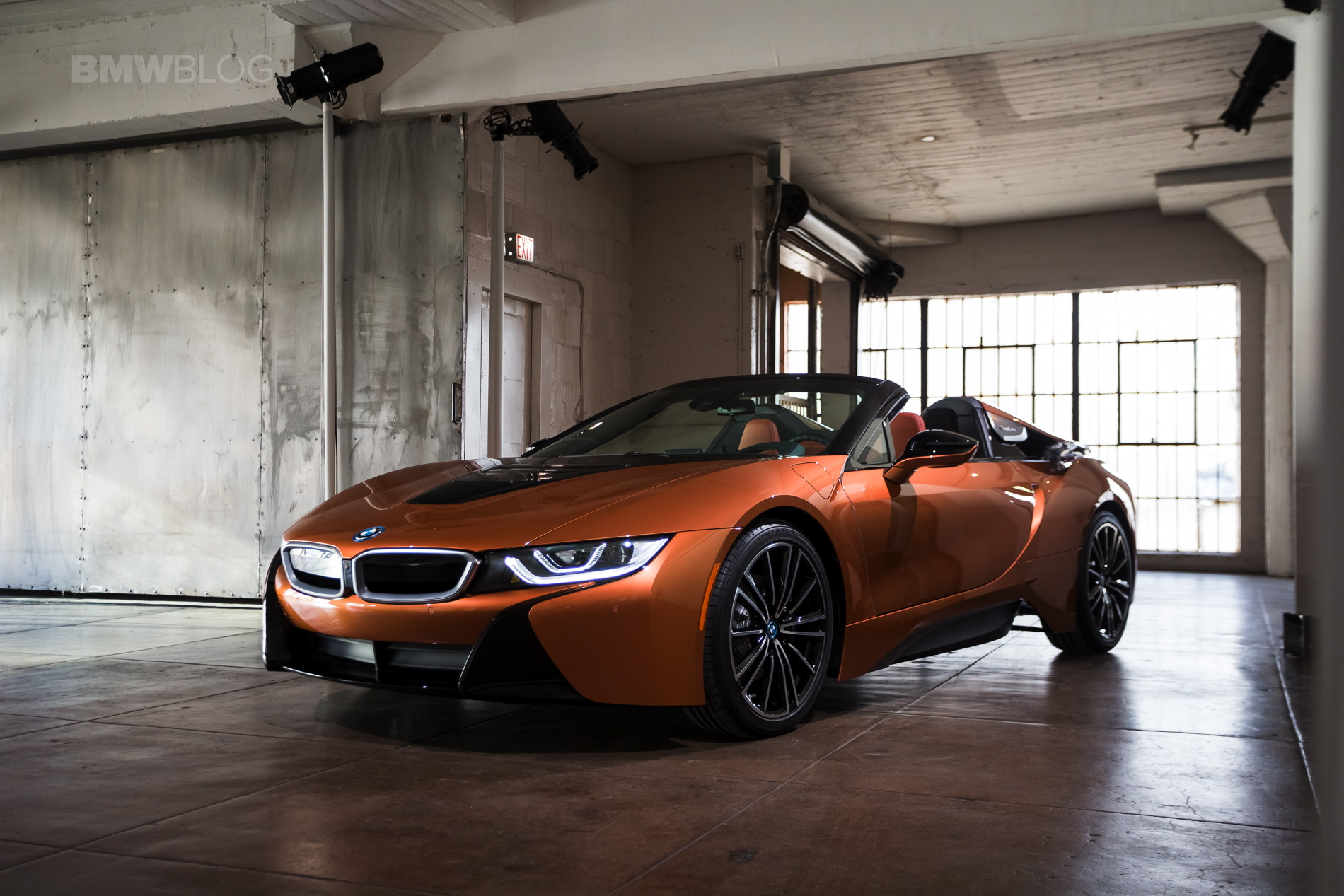 2018-BMW-i8-Roadster-30.jpg