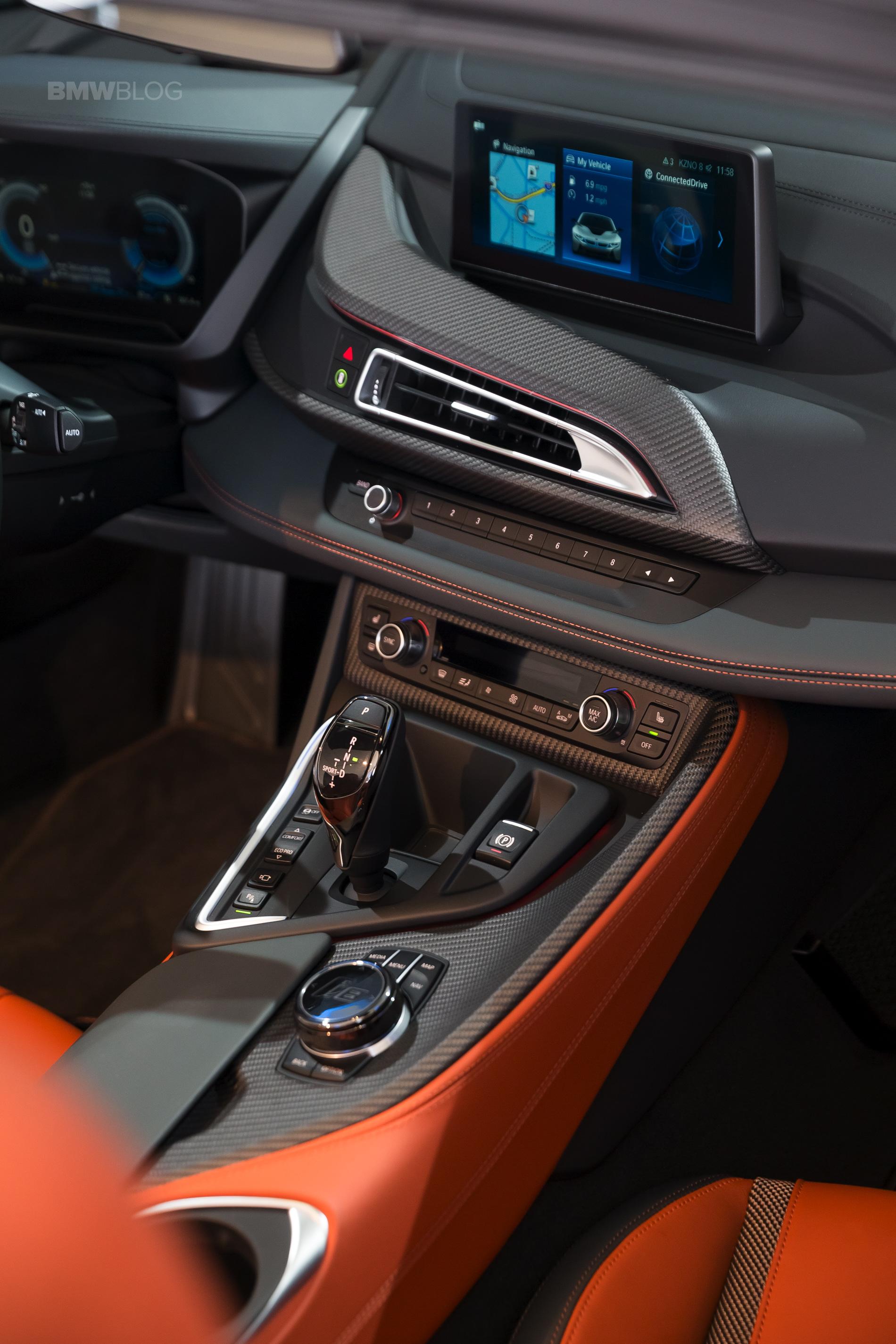 2018-BMW-i8-Roadster-07-v.jpg