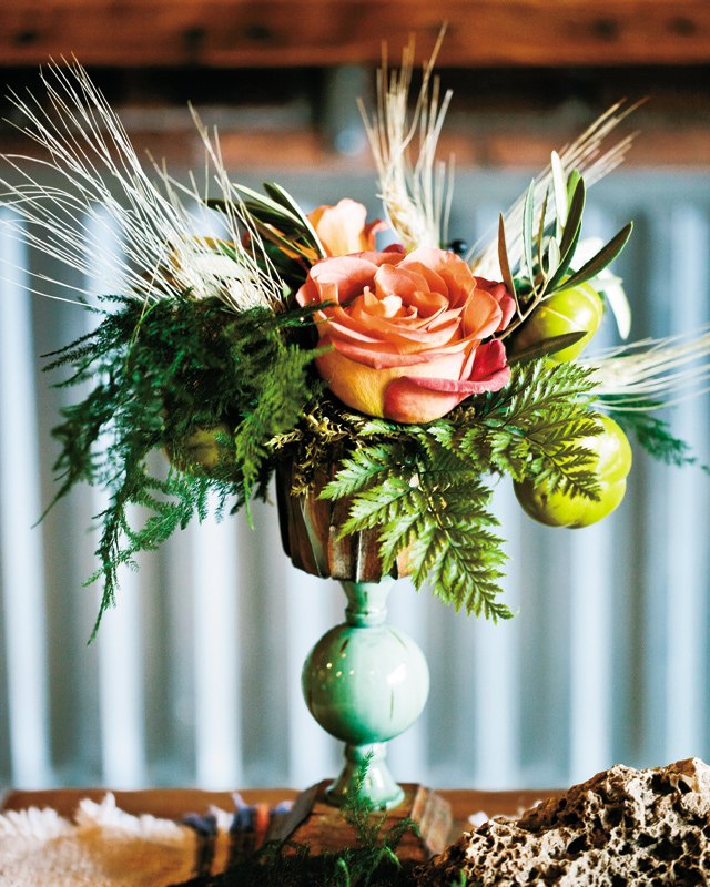 Materials Utilized: Wheat, Hops {from the couple's own garden!}, Ornamental Eggplant, Cafe Au Lait Dahlias, Coffee Break Roses, Numerous Ferns, & VariousFoliages