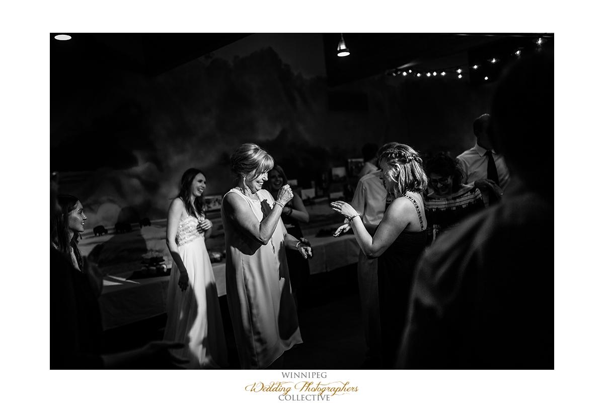 025_Fort Whyte Outdoor Summer Wedding Winnipeg Manitoba.jpg