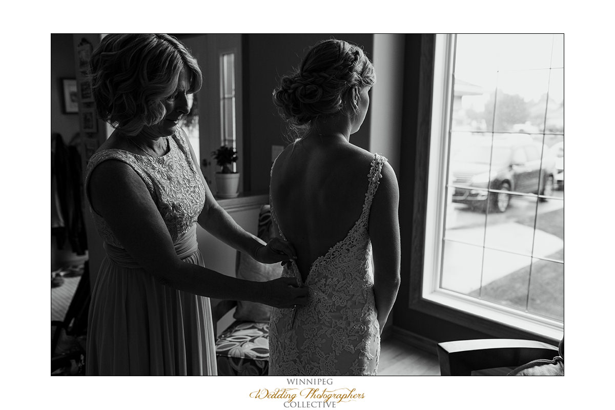 Amanda&Matt_Wedding_Bridges_Reanne_02.jpg